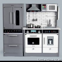 Kitchen with Fridge: Comes with sound and light on stove and microwave
