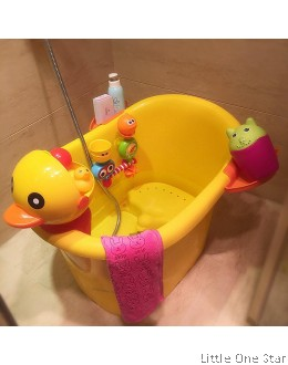 Bath Tub: Duckie