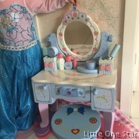 Frozen Theme Make Up Table (BIG)
