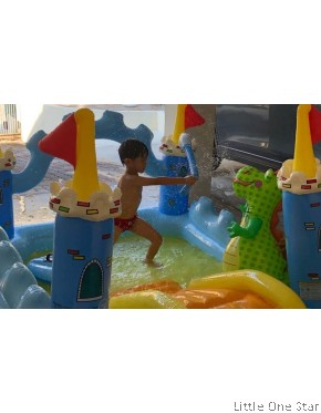 Inflatable Pool:Fantasy Castle