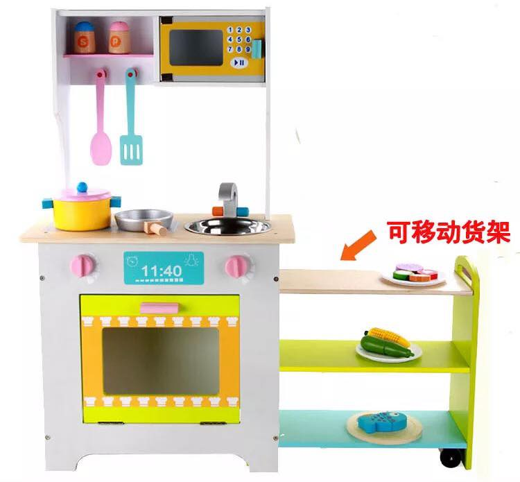 Big Kitchen With Movable Storage